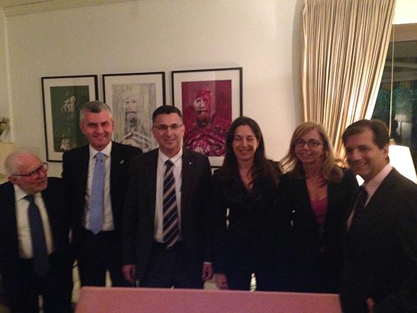 da sinistra: on. Andrea Vecchio, on. Mariano Rabino, Ministro degli Interni Israeliano Gideon Sa'ar, on. Adriana Galgano, on. Fucsia Nissoli e S.E. l' Ambasciatore Francesco Maria Talo'.